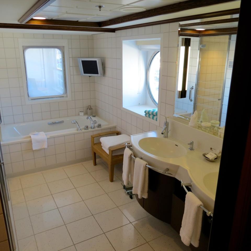 The bathroom in the Pink Diamond Suite on the Norwegian Jewel.