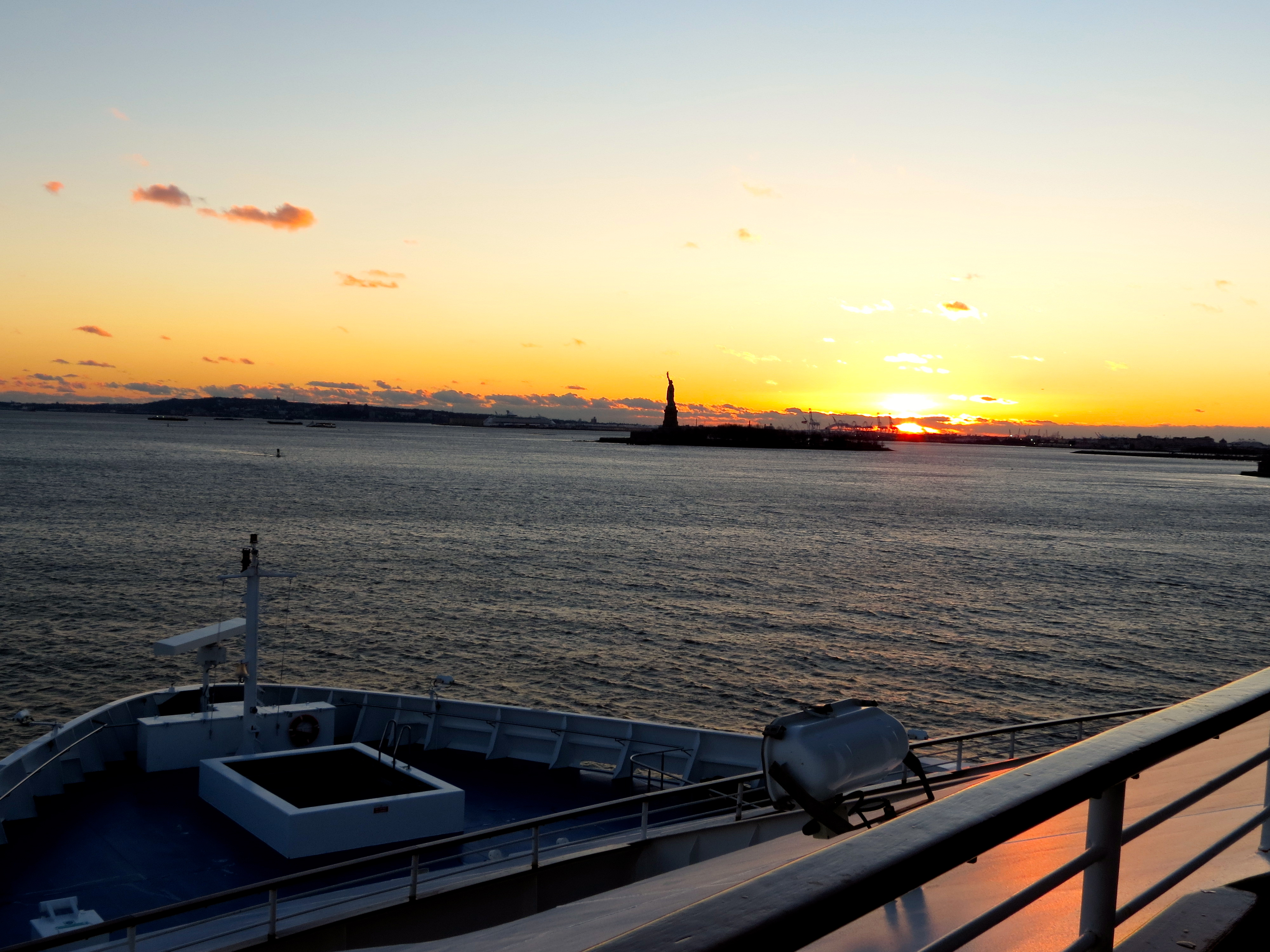 essay on new york city dt coursework help sailing into harbor new york statue of liberty