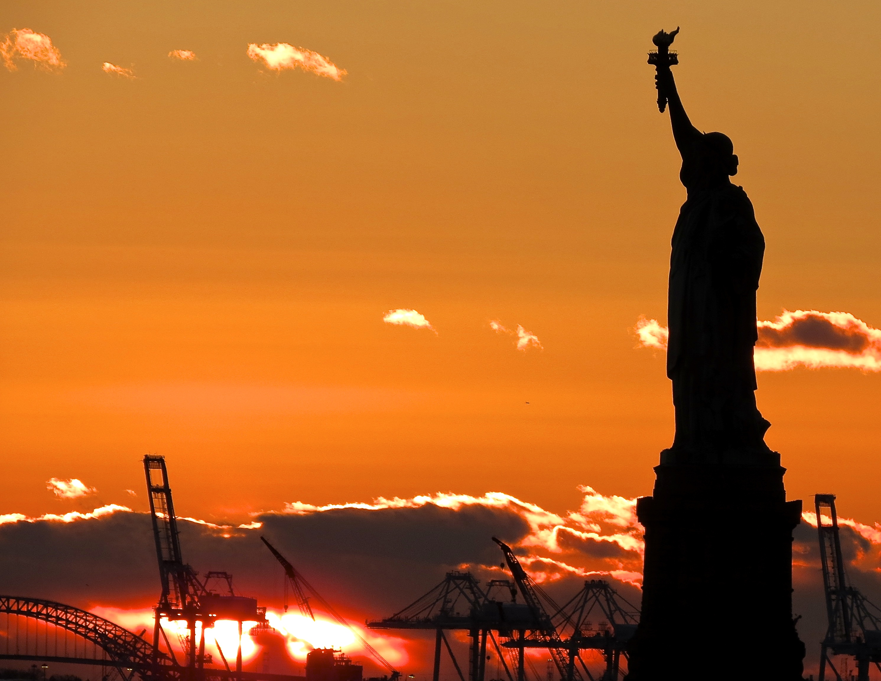 photo essay sailing from new york city acirc how do you measure the statue of liberty at sunset