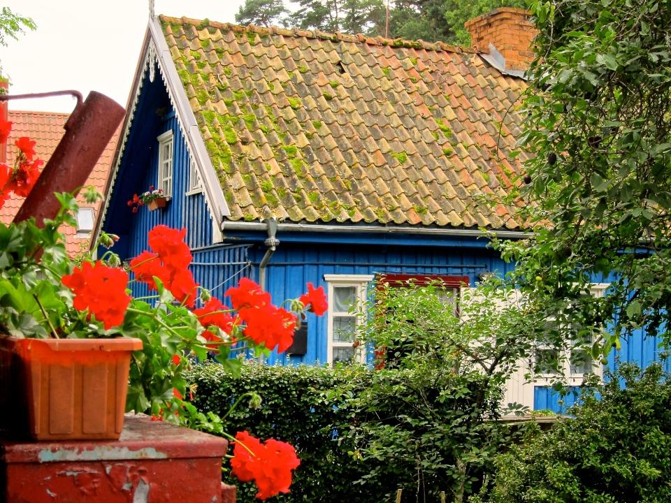 A cottage along Amber Bay.