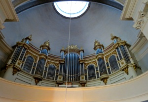 The magnificent pipe organ and choir loft of Helsinki Cathedral.