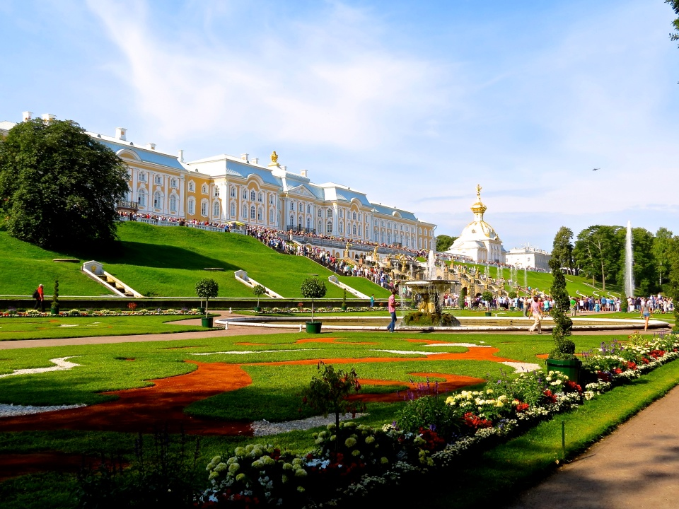 Peterhof Grand Palace and Grand Cascade as the fountains are being activated.