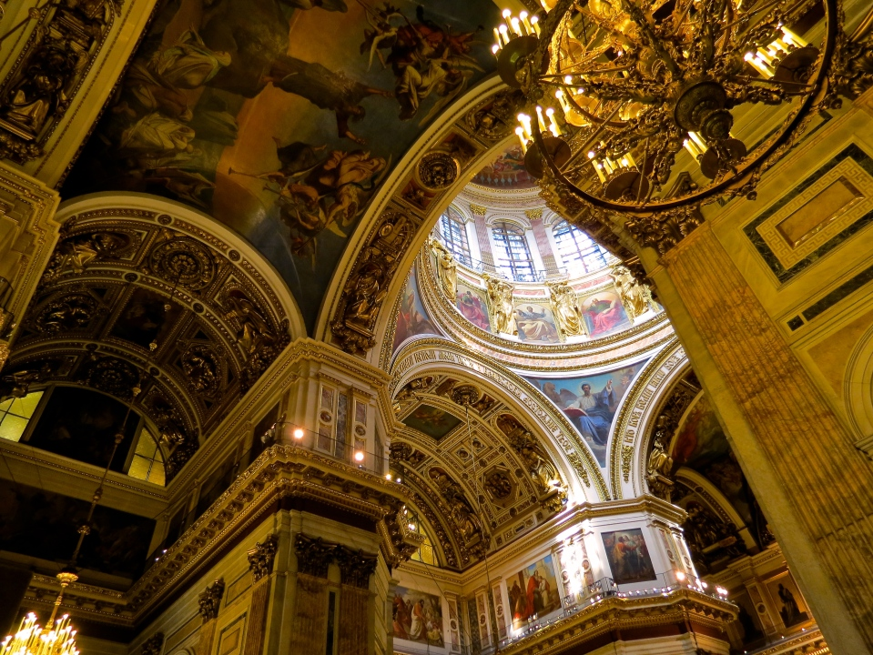 The ceilings of Saint Issac's Cathedral.