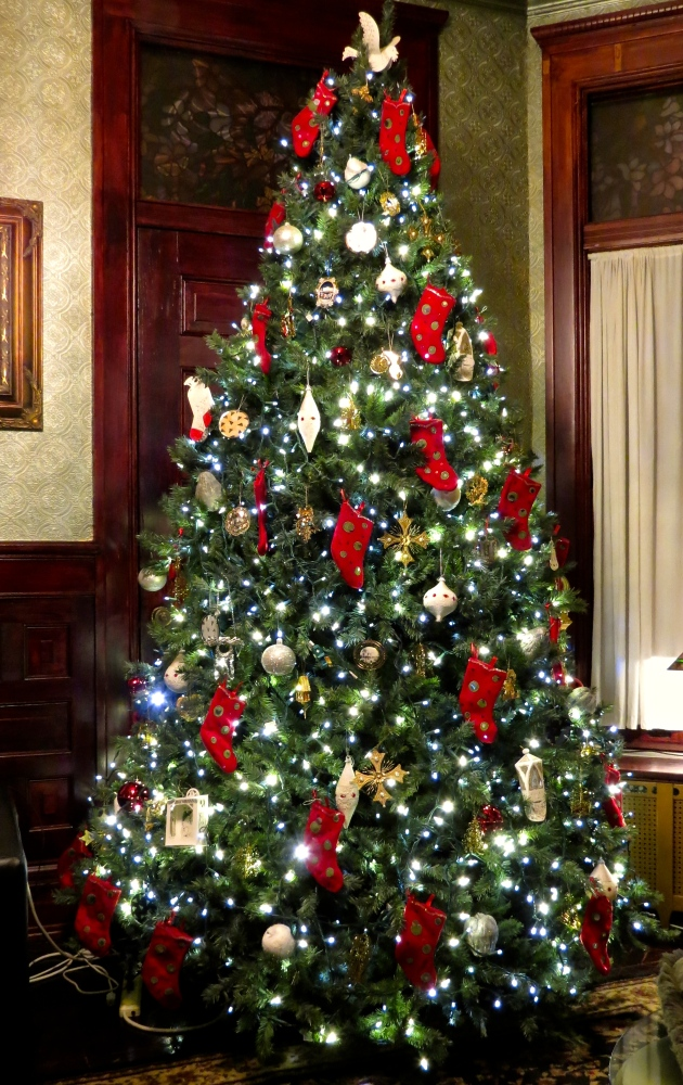 Decking the Halls For The Holidays: Part Three- Decorating the Tree (4/6)