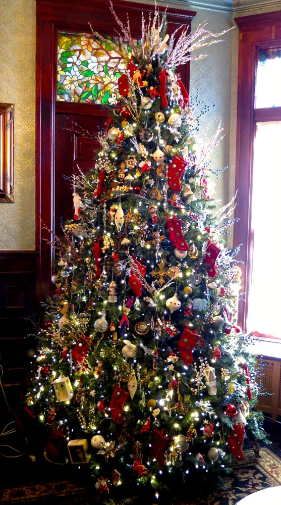 Decking the Halls For The Holidays: Part Three- Decorating the Tree (5/6)