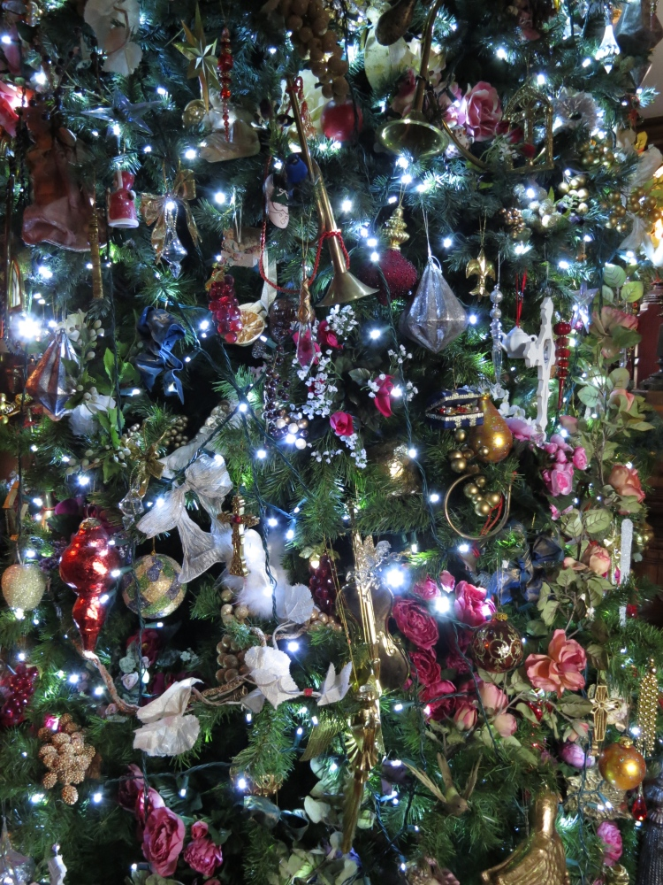 Decking the Halls For The Holidays: Part Three- Decorating the Tree (1/6)