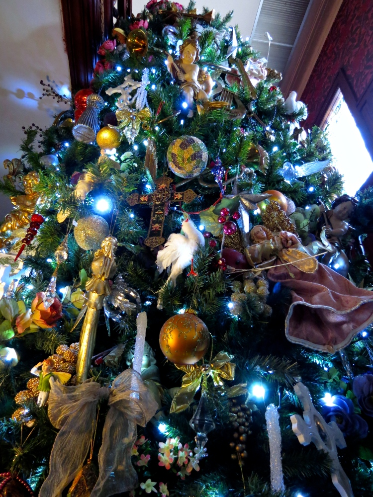 Decking the Halls For The Holidays: Part Three- Decorating the Tree (3/6)