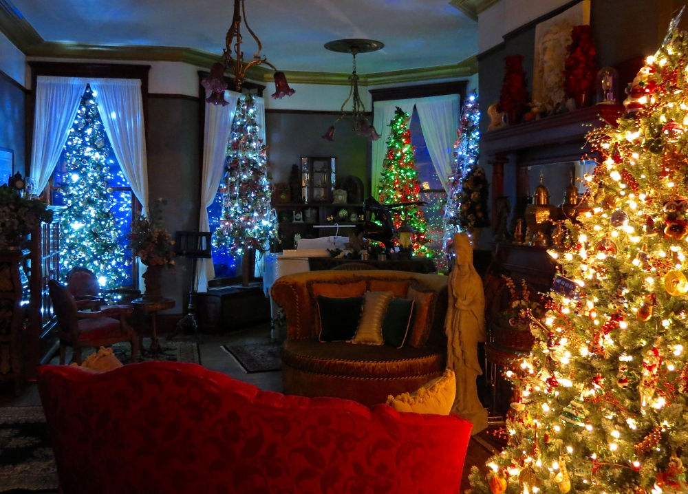 Christmas at 321 Division Street: Photo Essay (3/6)