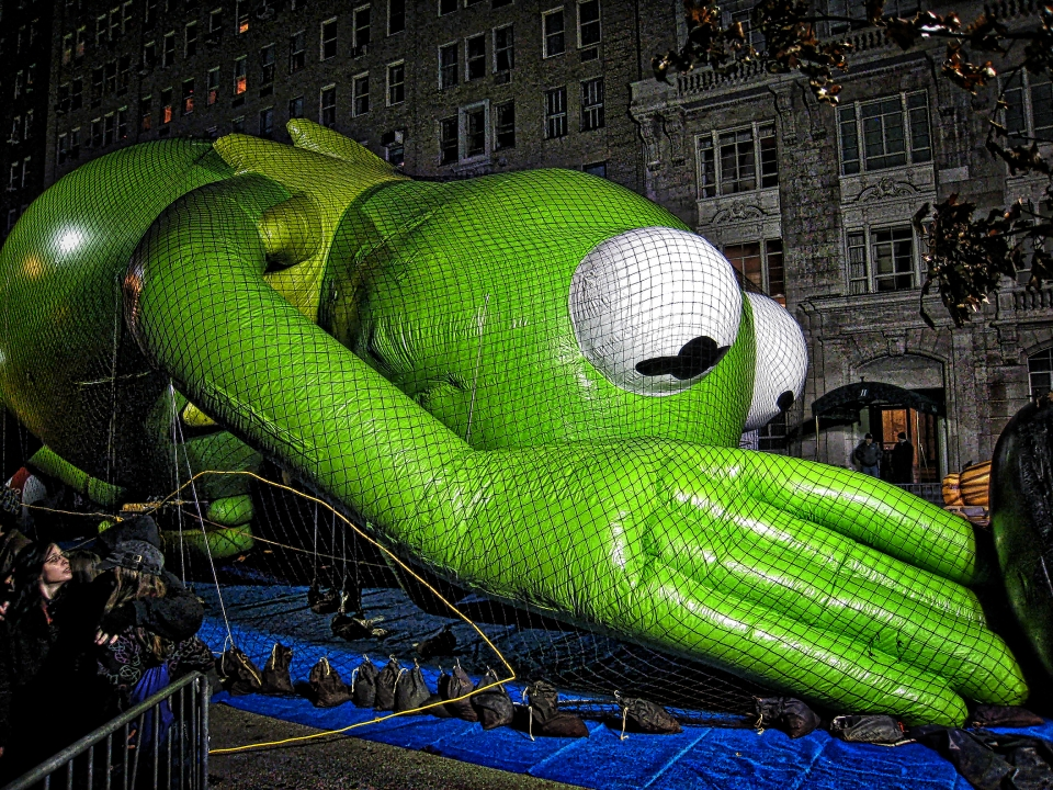 2008 Kermit during the balloon inflation.