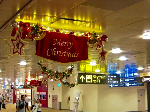 On November 1st, even Changi Airport is already decorated for Christmas.