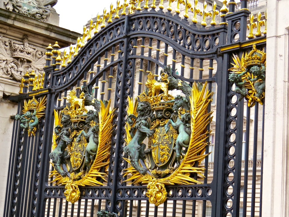 The royal gate at Buckingham Palace.