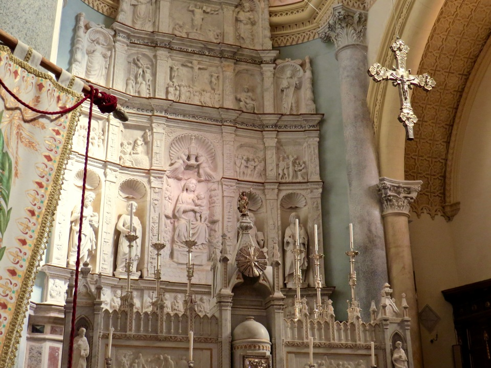 Close up of the altar in Chiesa Madre.
